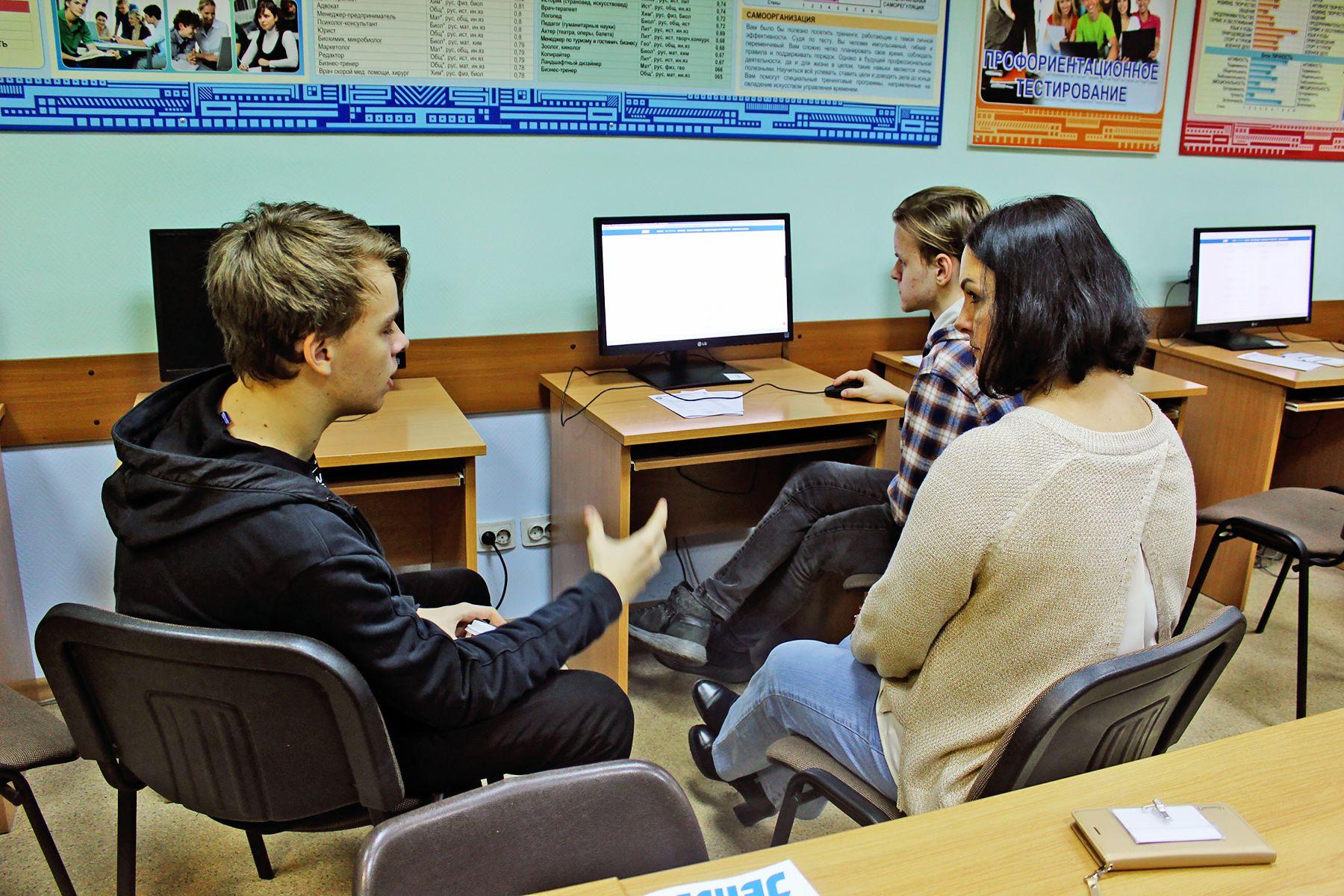 Бюджетные места и трудоустройство: будущие абитуриенты получили ответы на самые волнующие вопросы на «Дне консультации» во ВГУЭС