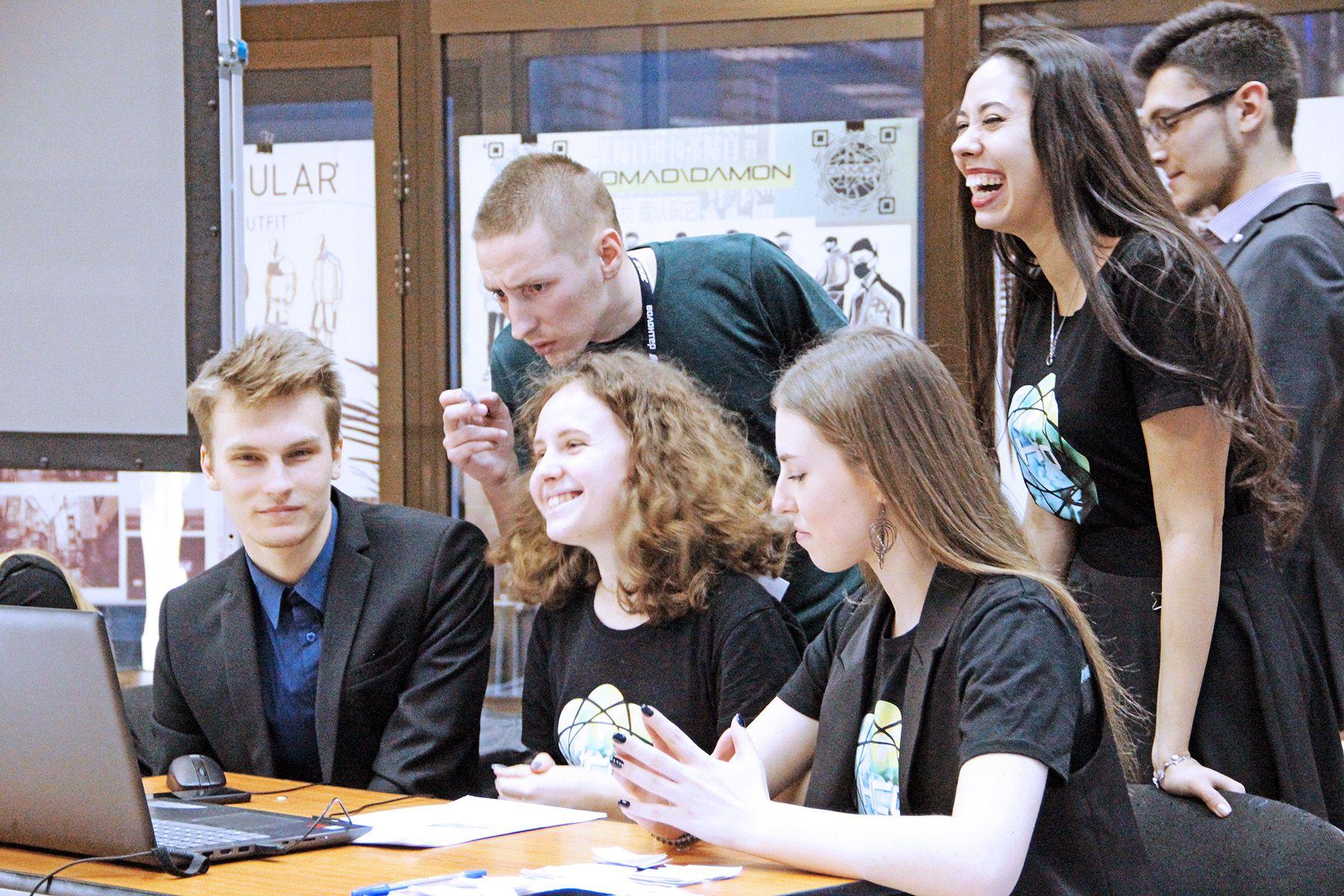 День студенчества во ВГУЭС: кубок ректора по игре «Что? Где? Когда?» и соревнования по гребле