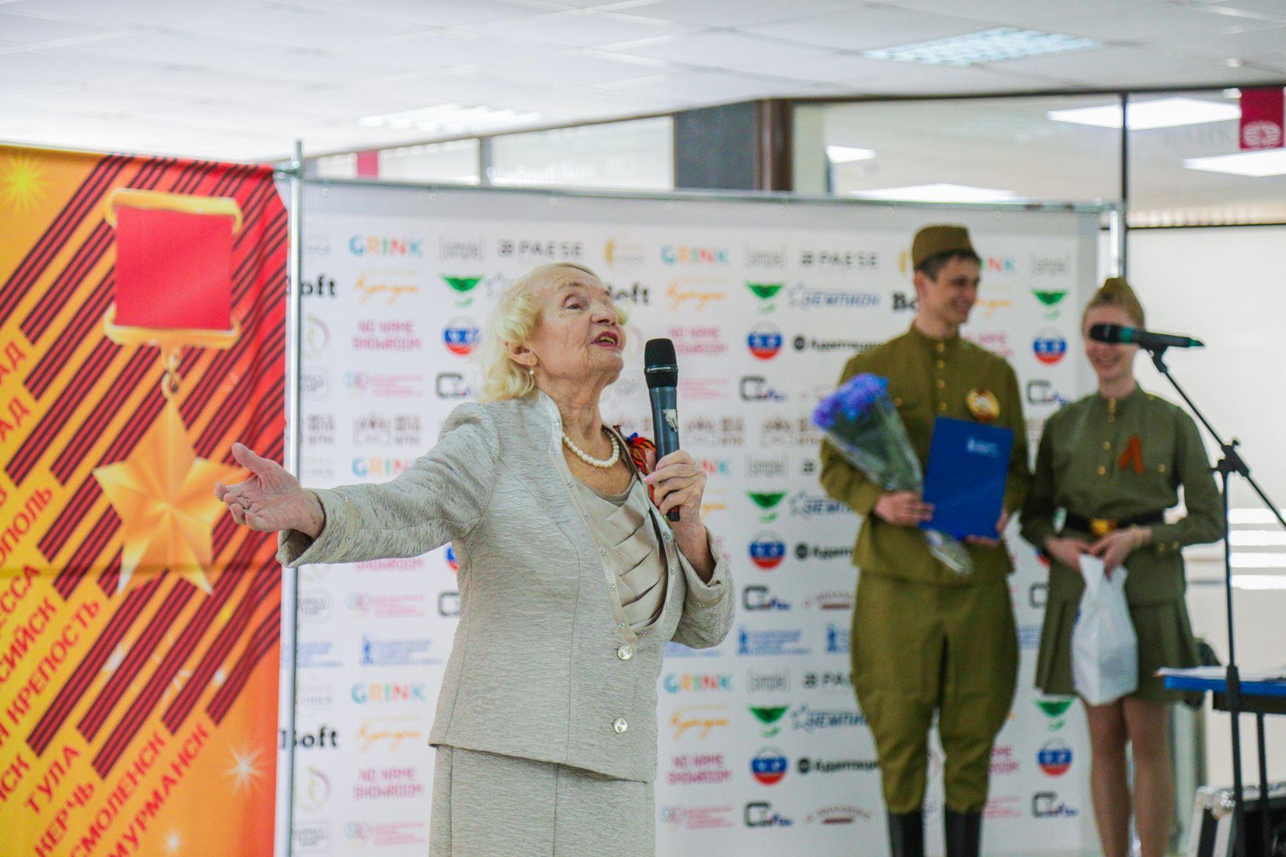 День Победы во ВГУЭС: георгиевские ленточки, встречи с ветеранами и военные песни