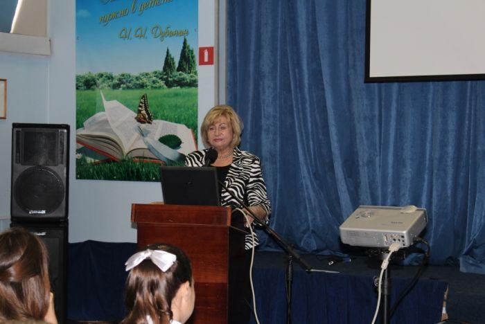 Ответственный секретарь приёмной комиссии ВГУЭС встретилась со школьниками