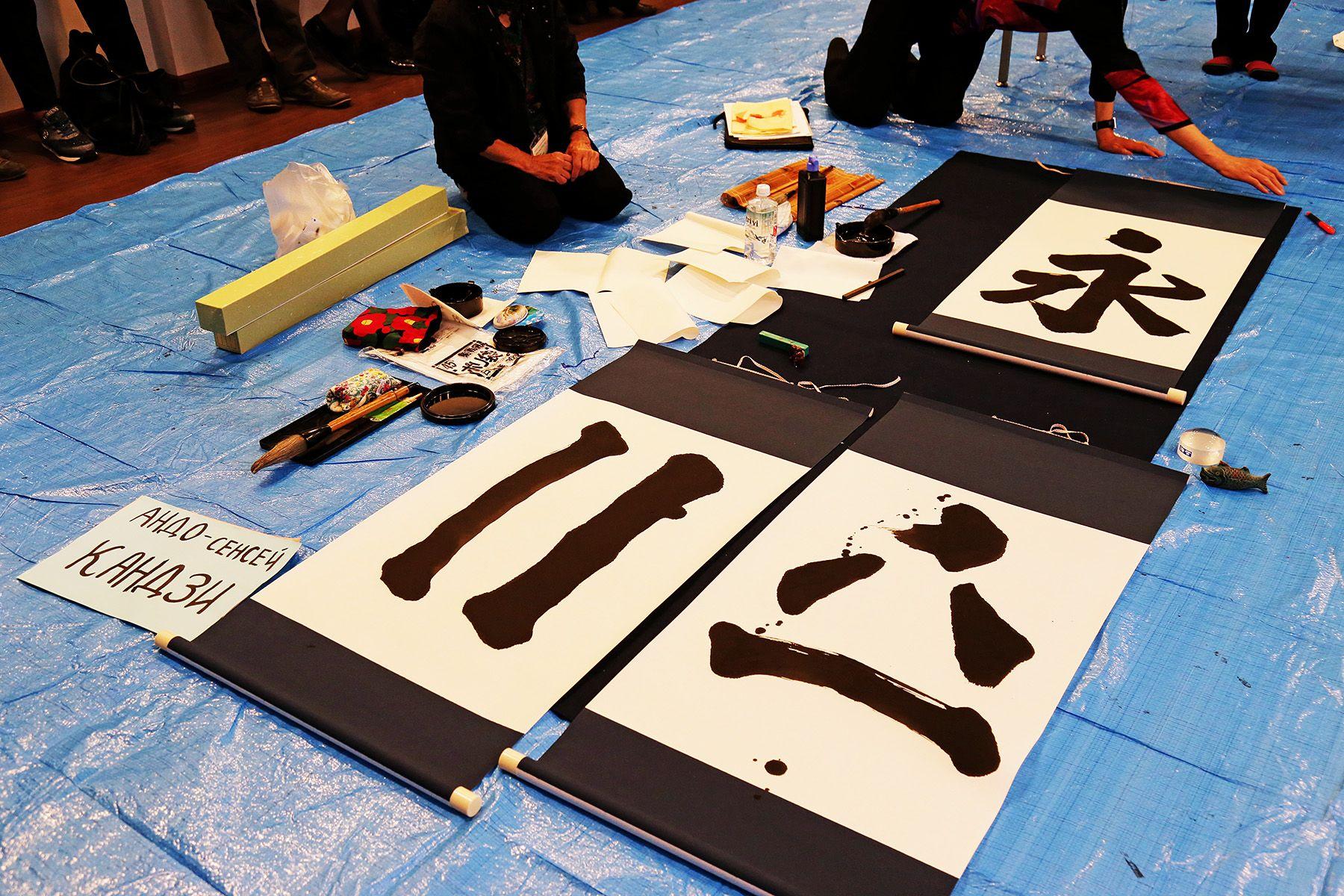 ВГУЭС отмечает Год Японии в России демонстрацией каллиграфии общества «Дзуйун»
