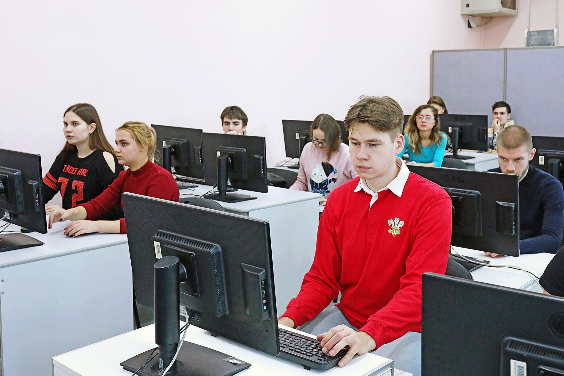 Студенты ВГУЭС проверили свою правовую грамотность во Всероссийском юридическом диктанте
