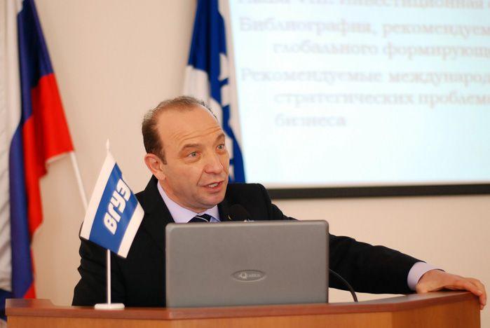 В рамках развития стратегического партнерства во ВГУЭС выступил известный академик Владимир Квинт