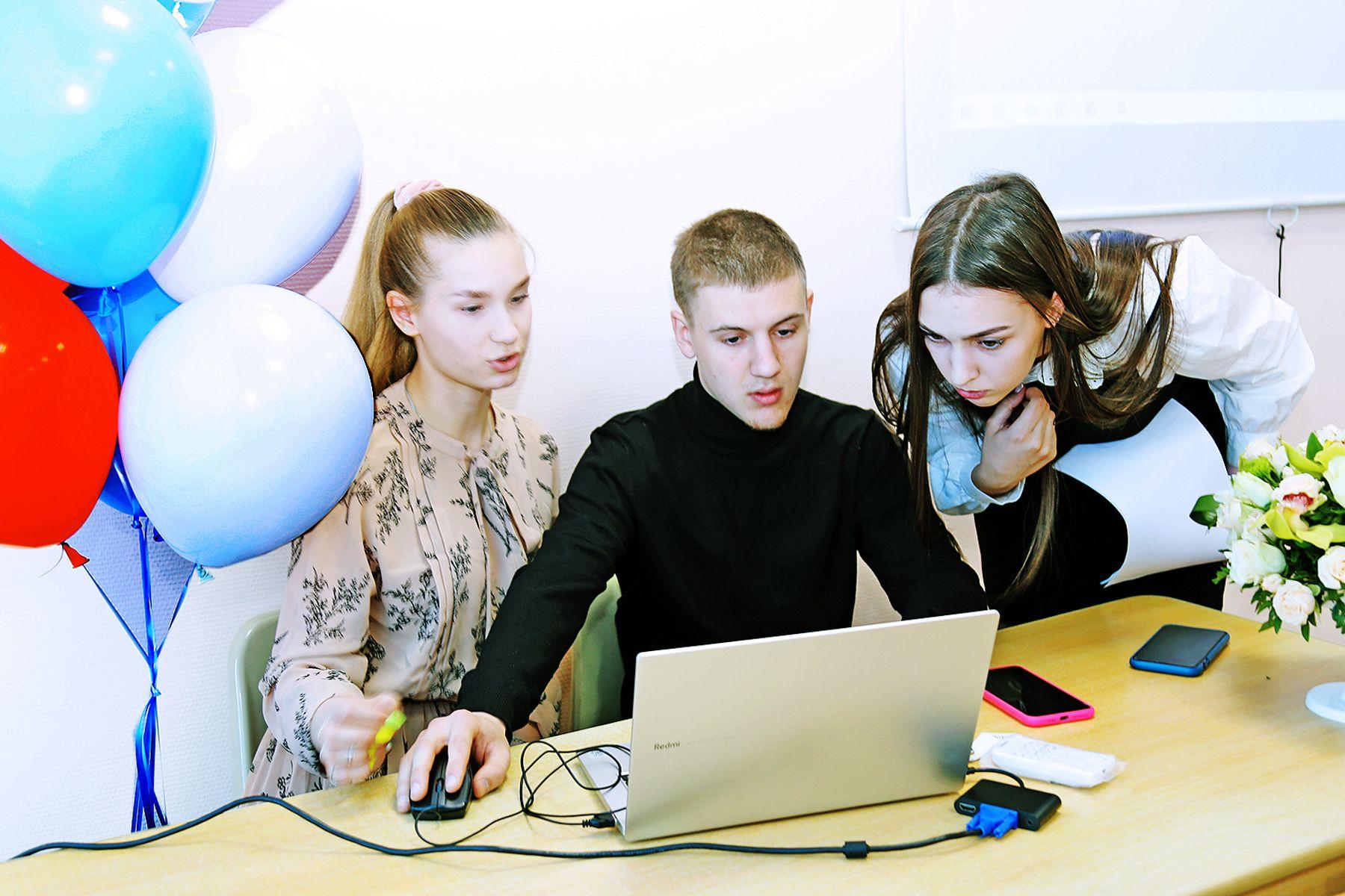 Школьники Приморья пробуют себя в науке во ВГУЭС