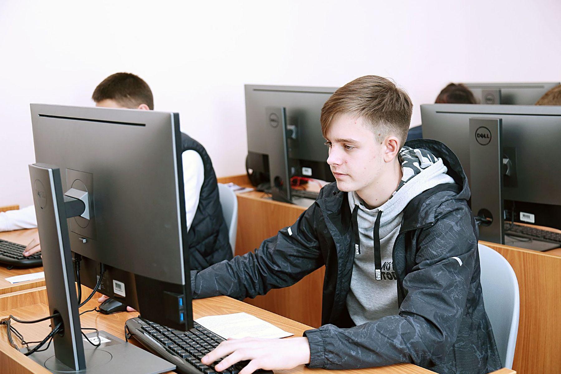 ВГУЭС проводит летний языковой лагерь для школьников Владивостока