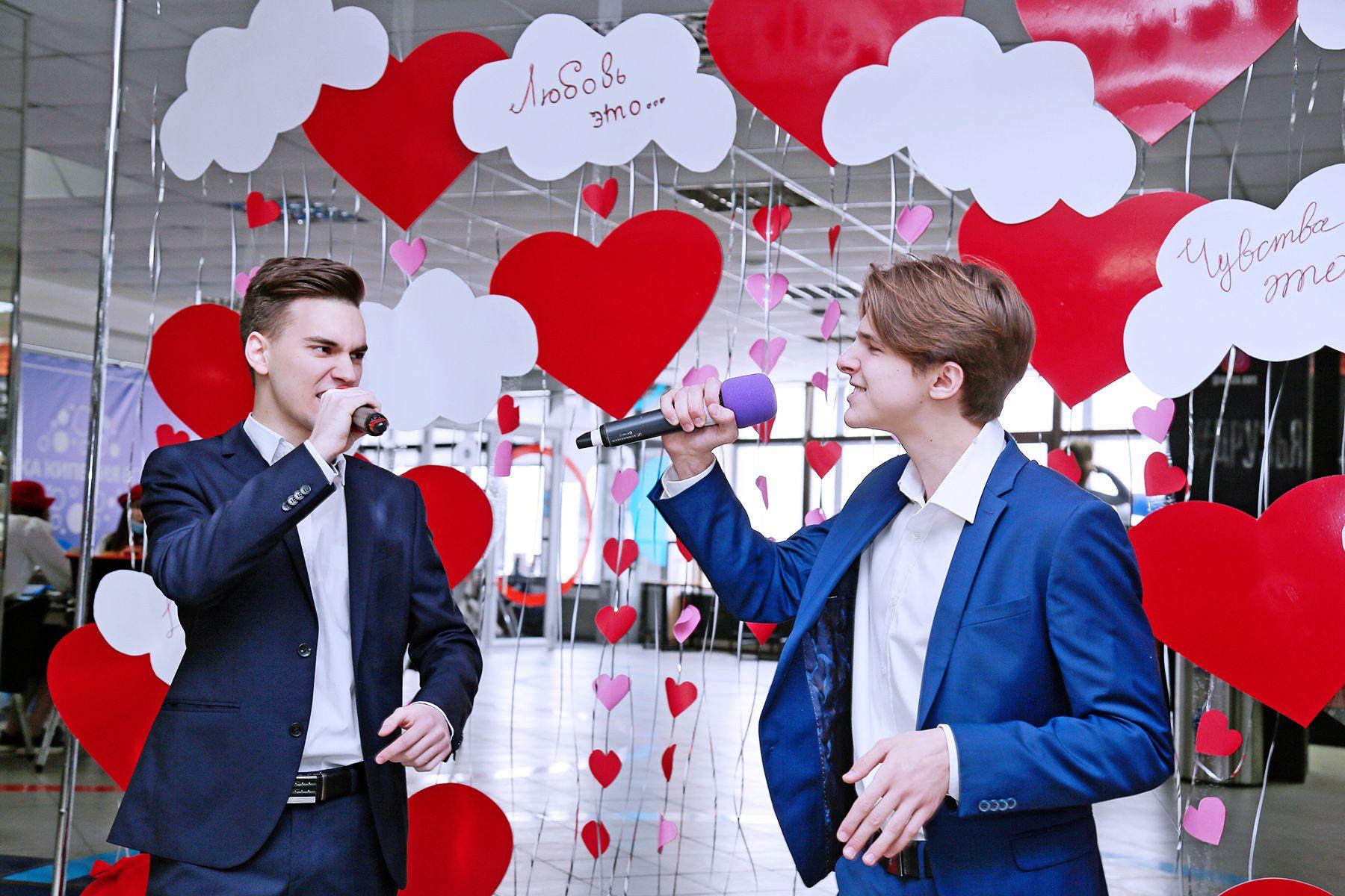 Тест на совместимость в трендах TikTok и поиск пары по правилам Tinder: студенты ВГУЭС отметили День Святого Валентина, гуляя по французским провинциям