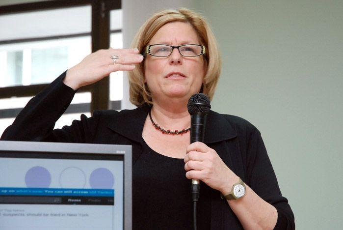 Информационные войны XXI века студенты ВГУЭС обсудили с редактором «Америка Онлайн» Эми Эйсман