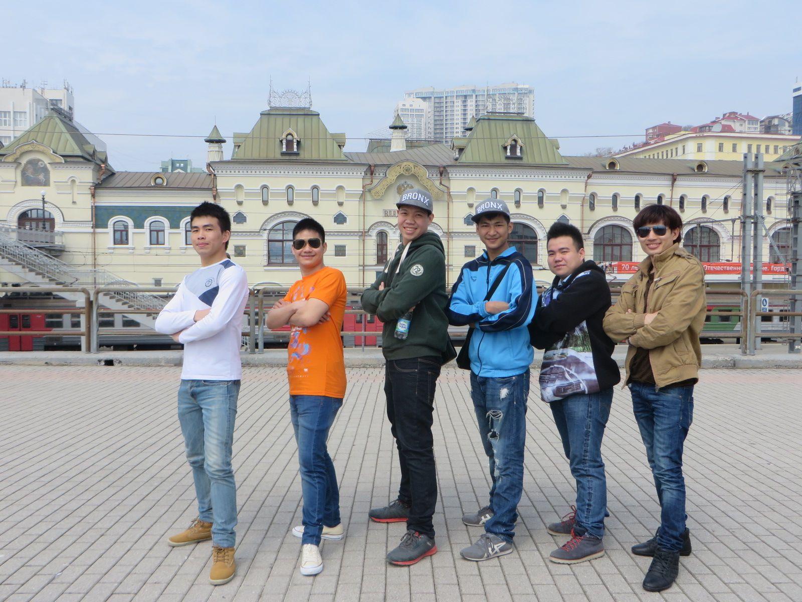 Студенты из Лаоса и Болгарии получили сертификаты ВГУЭС