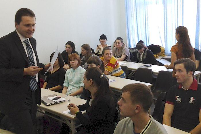 Первокурсники-международники сделали первый шаг в науку