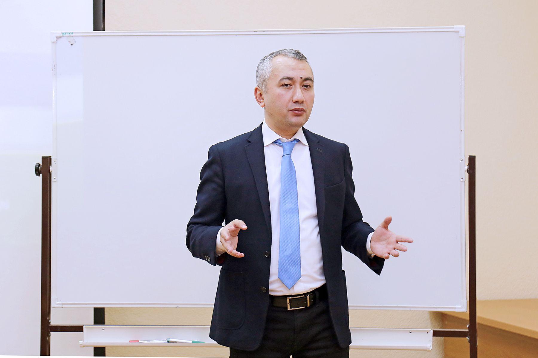 Генеральный консул Республики Узбекистан в г. Владивостоке Рустам Исмаилов рассказал во ВГУЭС, как начать карьеру в МИД