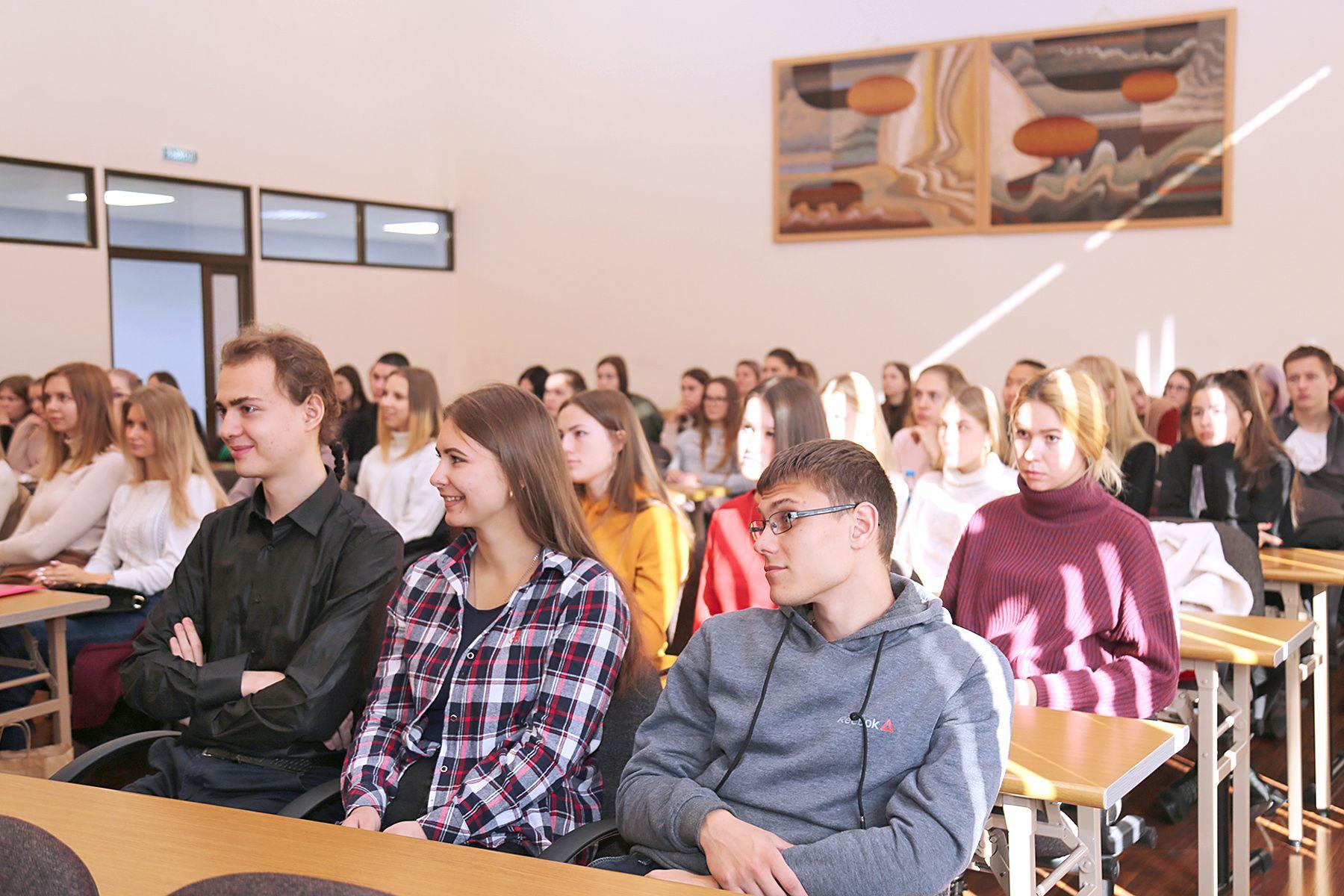 Студенты ВГУЭС пробуют свои силы в трудоустройстве в компанию «Делойт»