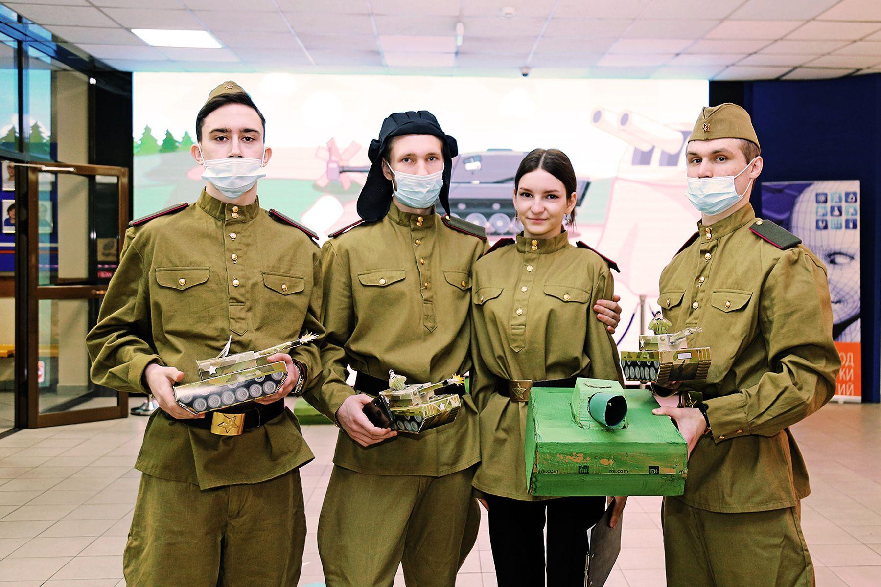 «На поле танки грохотали»: во ВГУЭС отпраздновали День защитника Отечества