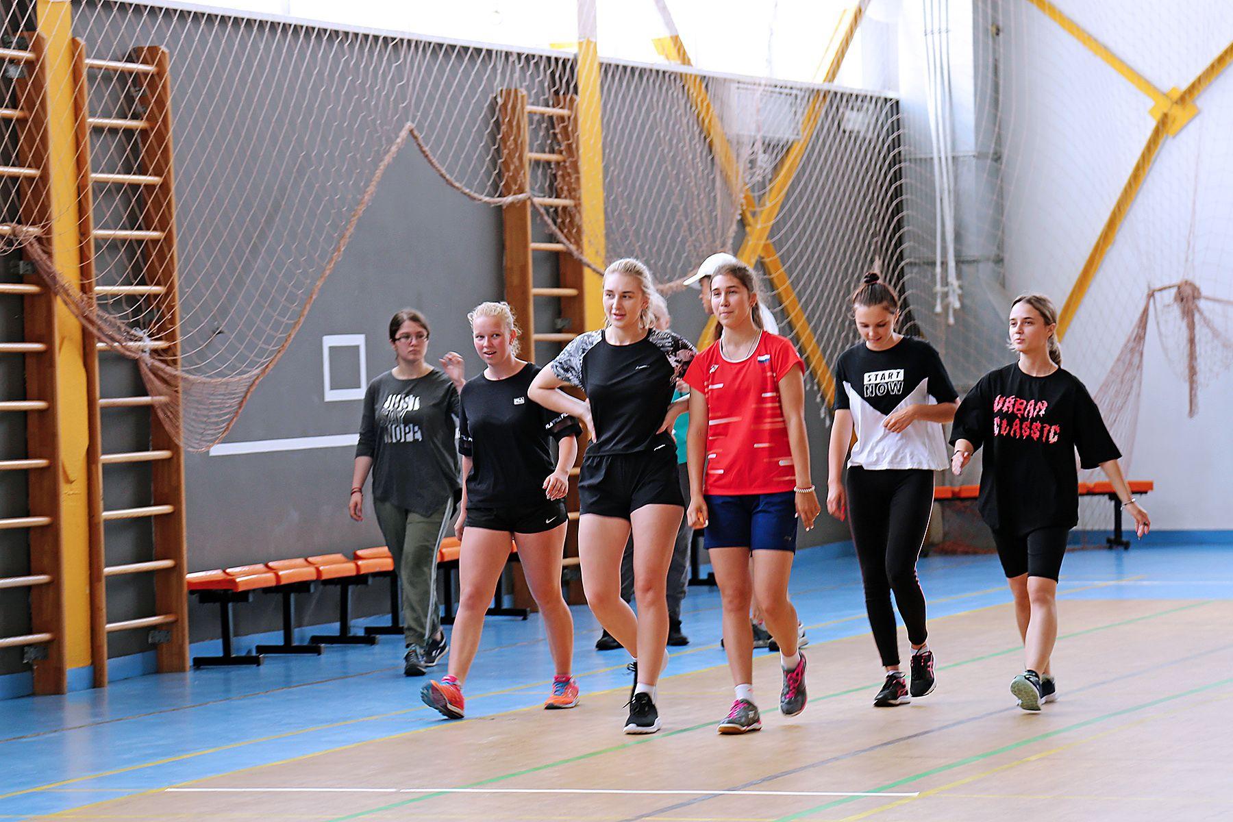 Абитуриенты ВГУЭС проходят вступительные испытания: будущие тренеры и преподаватели физкультуры сдают общую физическую подготовку