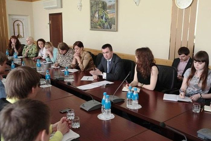 Волонтеры и студенческие лидеры ВГУЭС встретились с губернатором Приморья