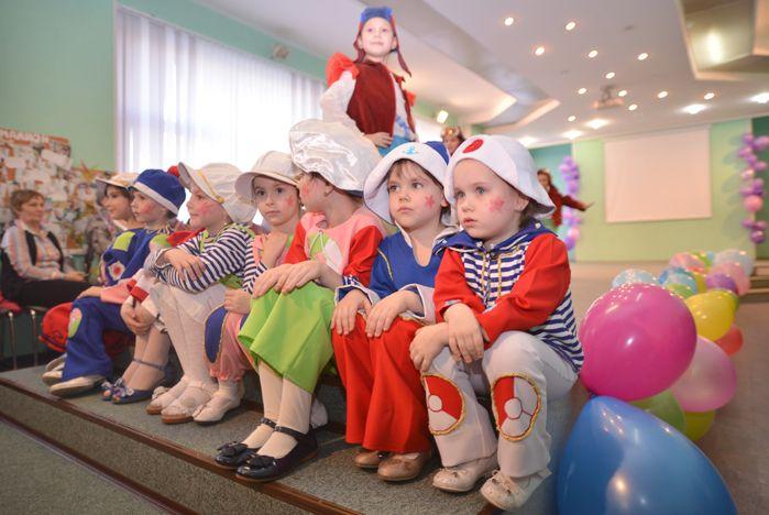 Юные модели театра моды ВГУЭС «Пигмалион» поздравили своих мам и бабушек с 8 Марта