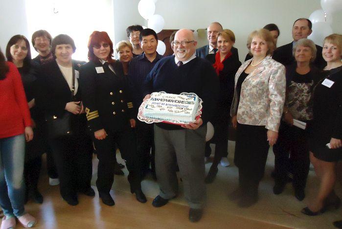 Представители ВГУЭС поздравили Американские советы по международному образованию с 20-летием работы во Владивостоке