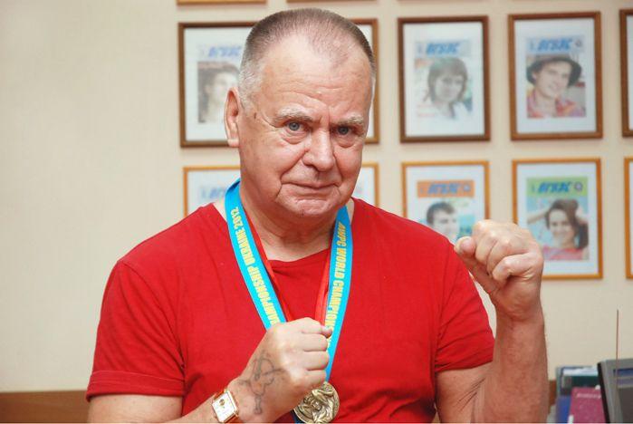Шестикратный чемпион Европы, четырехкратный чемпион мира по пауэрлифтингу, тренер ВГУЭС по боксу Александр Ткачук: Я приветствую возвращение в нашу жизнь норм ГТО. Но нашей молодежи нужна поддержка!