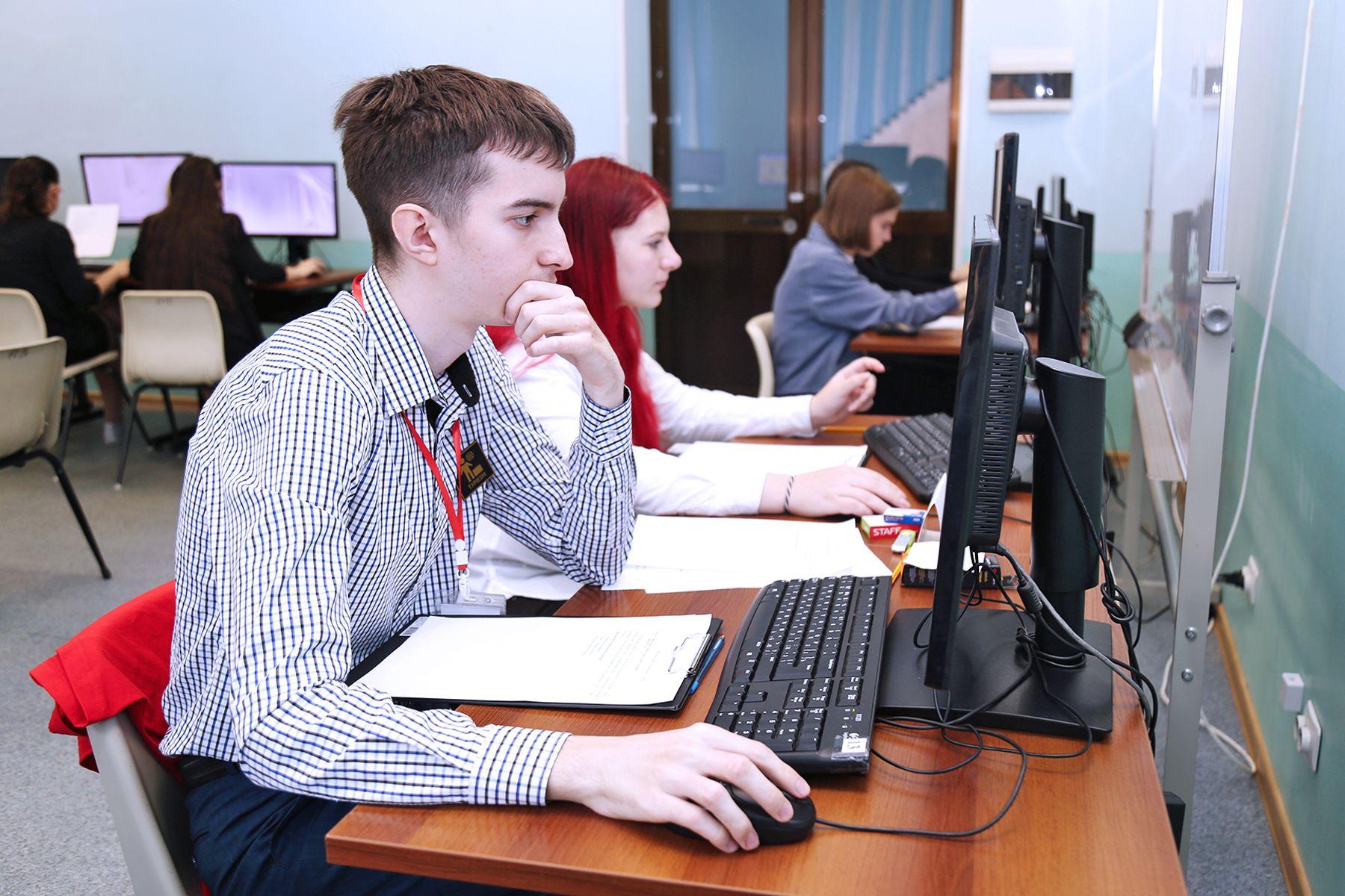 Эксперты ВГУЭС комментируют поступление в российские вузы онлайн