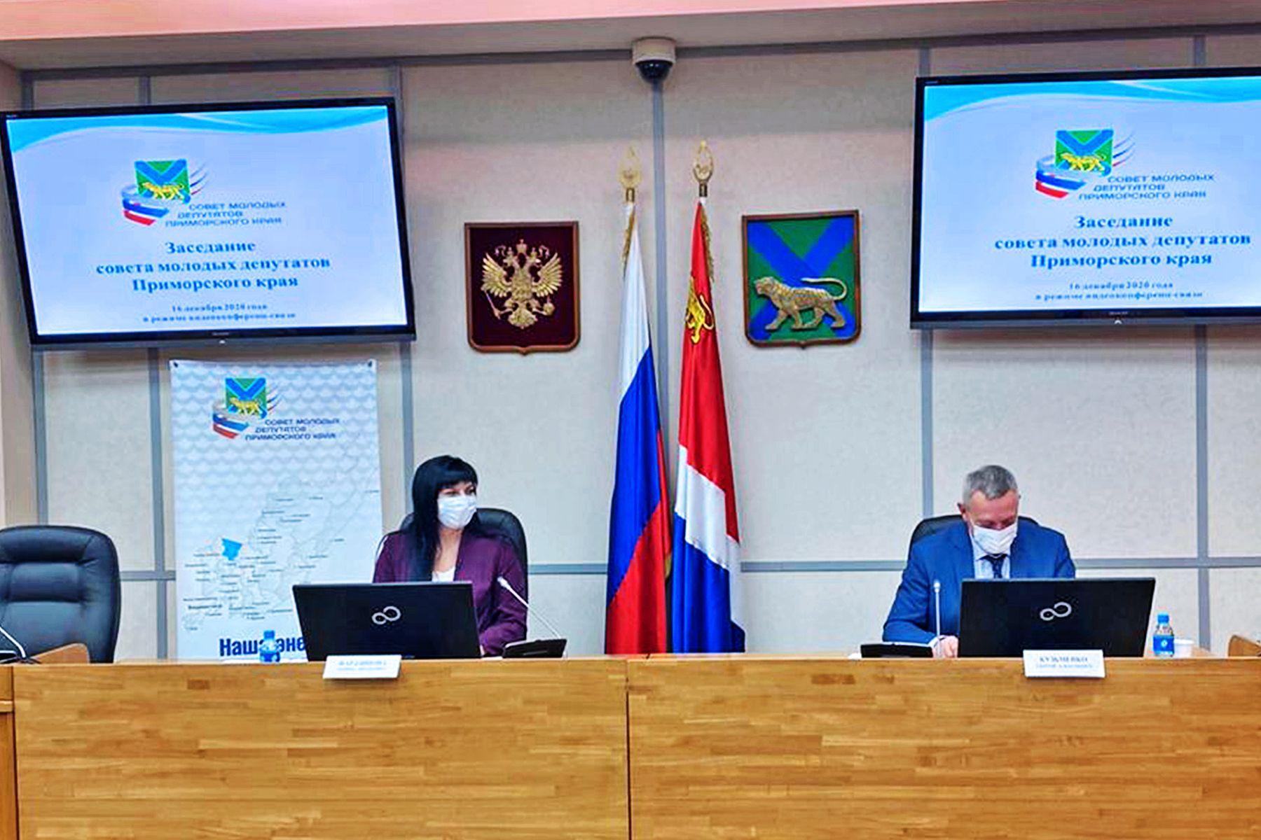 Специалисты кафедры экономики и управления ВГУЭС совместно с молодыми парламентариями Приморского края работают над проблемой закрепления кадров в регионе