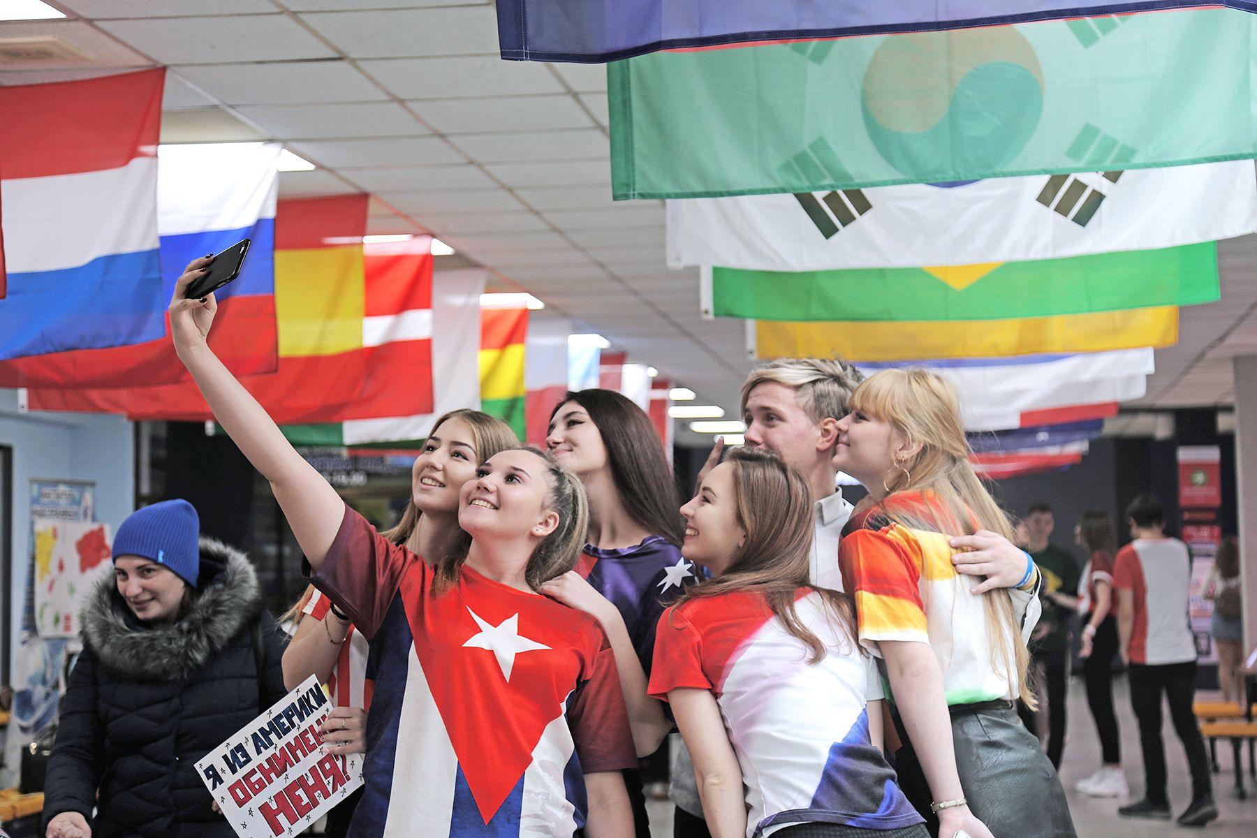Дипломат, переводчик, пресс-атташе: международные отношения − одно из самых востребованных направлений во ВГУЭС