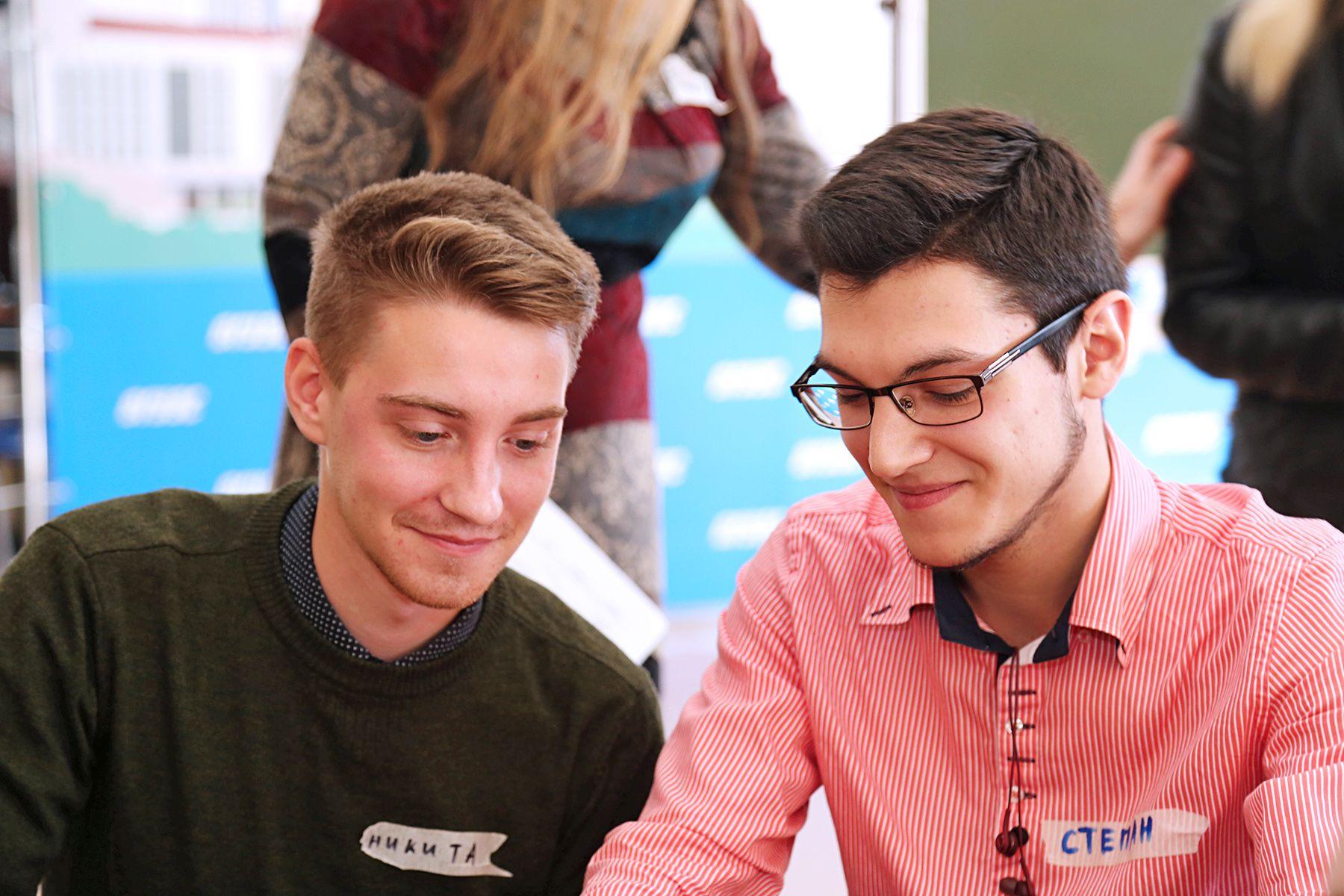 Молодежь Владивостока ищет формы активизма для реализации своих потребностей на форсайт-сессии во ВГУЭС