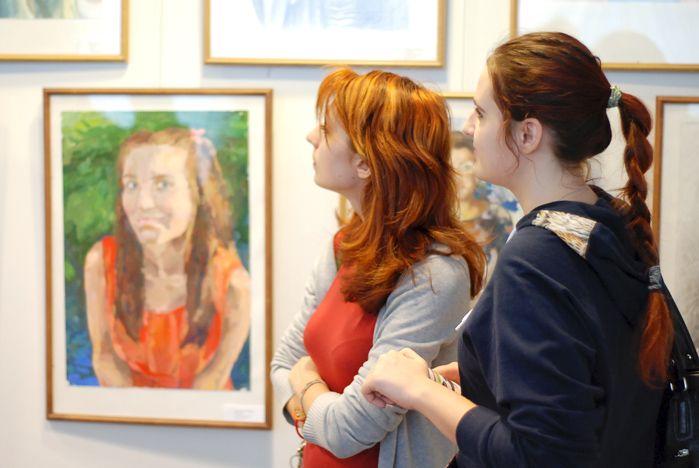 Студенты кафедры рисунка и живописи выставили свои конкурсные работы в Музейно-выставочном комплексе ВГУЭС