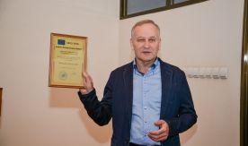 Президенту ВГУЭС вручили международный диплом за надежность и качество обучения в университете