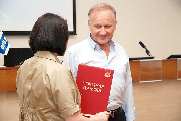 Ректору ВГУЭС вручена грамота главы администрации города Владивостока