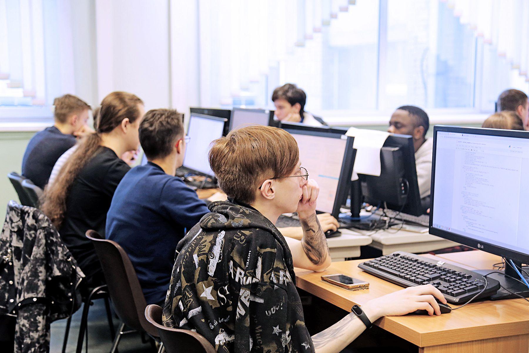 Кафедра информационных технологий и систем ВГУЭС приглашает абитуриентов узнать о направлениях подготовки, получить ответы от ведущих преподавателей, познакомиться с успешными выпускниками