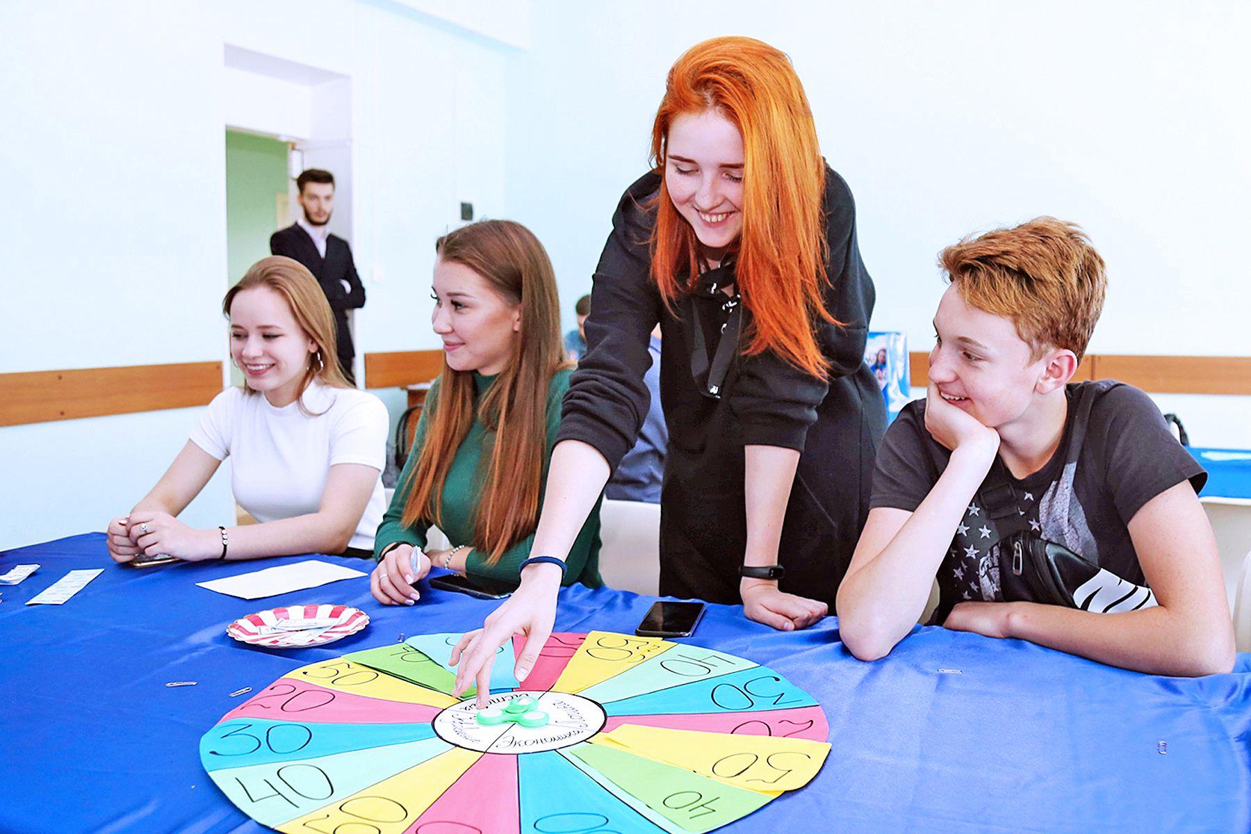 Цветовой круг, bleisure-туризм и цифровой мир: в Академическом колледже ВГУЭС стартуют вебинары для старшеклассников