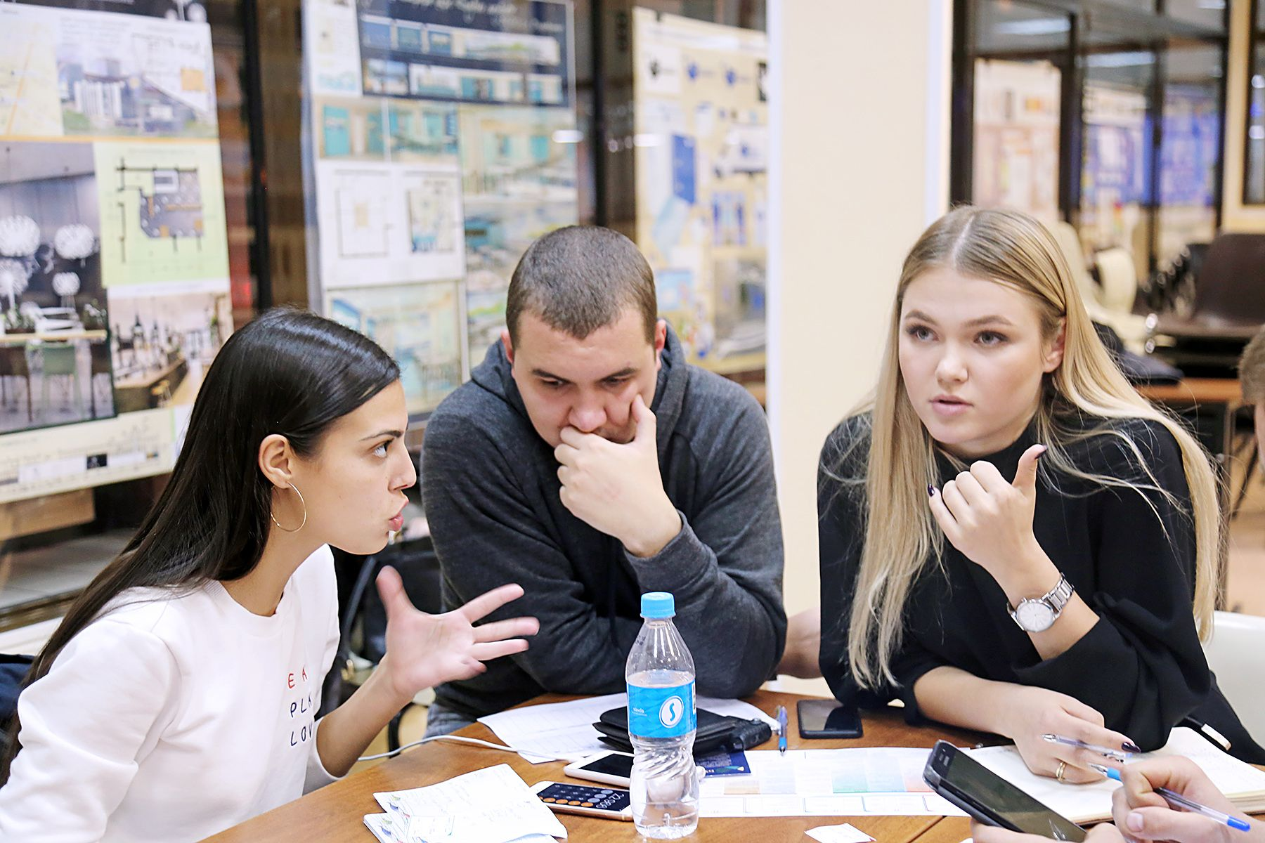 Обучающая бизнес-игра во ВГУЭС: командный дух и системное мышление
