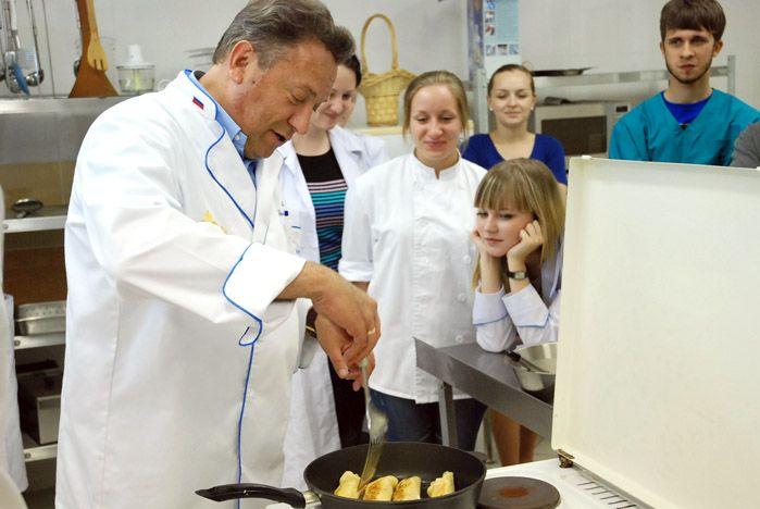 Студентов ВГУЭС научили готовить завтрак, «как для Маргарет Тэтчер»