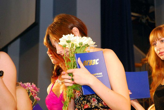 Выпускники Института сервиса, моды и дизайна гордятся дипломами ВГУЭС