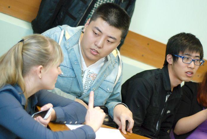 Студенты отметили день родного языка
