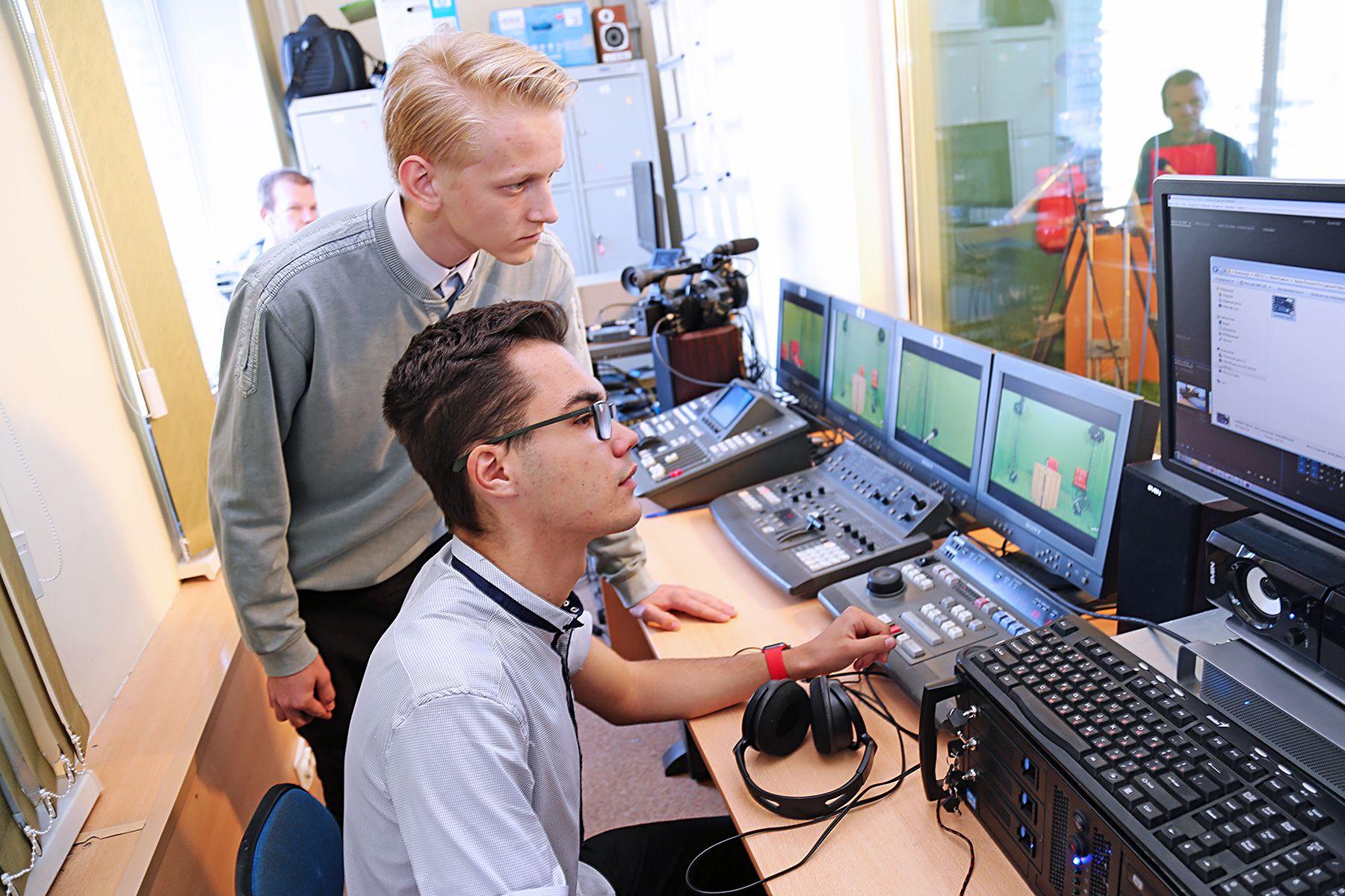 Финал краевой олимпиады по информатике и программированию ISFIT для старшеклассников пройдет в онлайн-формате во ВГУЭС