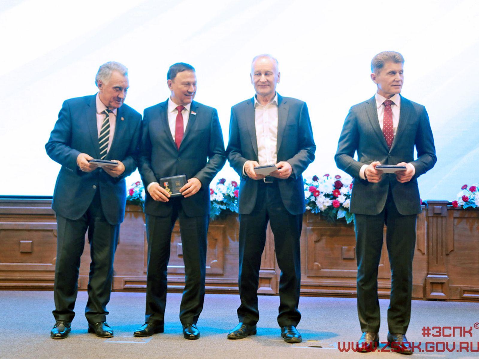 Президент ВГУЭС Геннадий Лазарев награжден медалью «За особый вклад в развитие Приморского края»